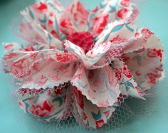 My Favorite Fabric Flowers: A Tutorial - Modern Design Easy Fabric Flowers, Fabric Flower Headbands, Fabric Flower Brooch, Fabric Flower Tutorial, Cloth Flowers, Fabric Roses, Burlap Flowers, Paper Flowers Diy, Faux Flowers