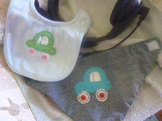kisfiamnak baba háromszög sál és előke. filc és gombok. baby scarf and baby  bib. two nice car is on from felt and some buttons 3e6d8a54cf