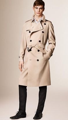 Burberry Honey The Westminster - Long Heritage Trench Coat - A classic fit trench coat, The Westminster is tailored to the body with a generous cut. Discover the men's outerwear collection at Burberry.com