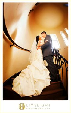 The Renaissance Hotel, Limelight Photography, bride and groom, kissing, stairs, spiral, orange, www.stepintothelimelight.com