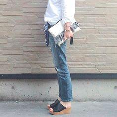 Un outfit de diario perfecto con #jeans y cuñas #Linceshoes #madeinspain #bontre #lince