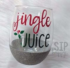 46+ Ideas For Painting Glass Cups Christmas Gifts #painting Glitter Wine Glasses, Diy Wine Glasses, Painted Wine Glasses, Vinyl Glasses, Decorated Wine Glasses, Christmas Glasses, Christmas Tumblers, Christmas Gifts, Christmas Cup
