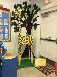 Here is a picture for a decoration idea for Preschool Jungle ThemeVBS. - Here is a picture for a decoration idea for Preschool Jungle ThemeVBS. Safari Crafts, Jungle Crafts, Vbs Crafts, Crafts For Kids, Paper Crafts, Jungle Theme Decorations, Vbs Themes, School Decorations, Jungle Theme Classroom