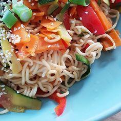 Asiatische Mie-Nudeln mit Gemüse und Sesam nach @heavenlynnhealthy  Eines meiner absoluten Lieblingsgerichte!  ##fräuleinsommerfeld  #foodblogliebe @foodblogliebe #foodblogfeed #rezepte #kochen @foodblogfeed #ausliebezumessen #f52gams #healthyfood #veggie @thefeedfeed  #thefeedfeed #gloobyfoods @food_glooby @huffposttaste #huffposttaste @buzzfeedfood #buzzfeedfood @thekitchn #thekitchn #foodforfoodies #food52 @food52 #asiatischeküche #healthylifestyle #healthyfood #mienudeln #gemüse… Bbq, Spaghetti, Dinner, Ethnic Recipes, Food, Pasta With Vegetables, Asian Cuisine, Easy Meals, Kochen