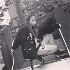 """Lee Hi : """"Let's play with me!!! #playground"""""""