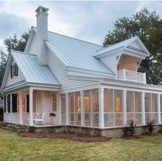 Modern Farmhouse Porch, White Farmhouse, Farmhouse Homes, White Cottage, Cottage Farmhouse, Southern Farmhouse, Farmhouse Ideas, Screened Porch Designs, Screened In Porch