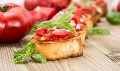 Μπρουσκέτα με ψητή ντομάτα, μοτσαρέλα και βασιλικό Bruschetta, Oriental, Appetisers, Salmon Burgers, Salads, Food Porn, Favorite Recipes, Bread, Cooking