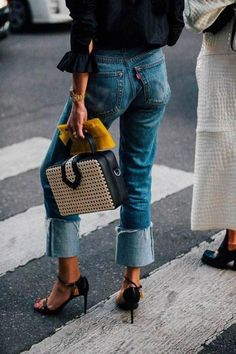 Best Denim Street Style Looks 2017 British Vogue Fashion Mode, Denim Fashion, Look Fashion, Autumn Fashion, Fashion Outfits, Fashion Trends, Milan Fashion, Vogue Fashion, Vogue Uk