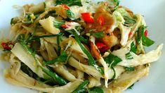 ▶ Vegetarian Chicken Salad - Goi Ga Chay - You can use soy curls instead of seitan. Vegan Chicken Salad, Vegetarian Chicken, Vegetarian Recipes, Cooking Recipes, Vegan Meals, Vegan Food, Vietnamese Cuisine, Vietnamese Recipes, Chicken With Onions Recipe