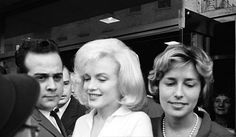 Marilyn with her publicist Pat Newcomb leaving the Columbia Presbyterian Hospital in New York, 5 March 1961.