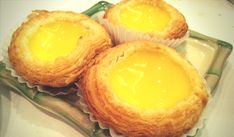 Egg tarts are made from an outer pastry crust that is filled with egg custard and baked. Chinese egg tarts developed in Hong Kong from similar pastries introduced to the region through the Portuguese colony in Macau. Coconut Recipes, Tart Recipes, Snack Recipes, Dessert Recipes, Wonton Recipes, Pizza Recipes, Chinese Egg Tart, Chinese Food, Chinese Recipes