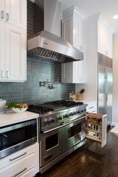 Farmhouse Kitchen Cabinets, Kitchen Stove, Kitchen Cabinet Design, Rustic Kitchen, Interior Design Kitchen, Kitchen Designs, Kitchen Pantry, Room Interior, Pantry Diy