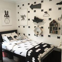 Habitación infantil superhéroes en blanco y negro - Minimoi (@mandymk79)