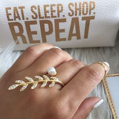 Statement Knuckle Ring Leaves Pearl Gold Crystals!