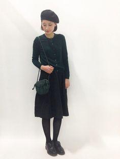 グリーン×ブラックの日・  スカート/MARGARET HOWELL・ 靴/マーチン