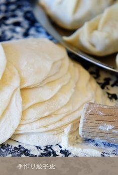 These easy to make and handle Gyoza skins can be rolled out very thinly. I recommend thin skins for pan-fried Gyoza, and thick skins for boiled gyoza. Empanadas, Easy Cooking, Cooking Recipes, Asian Recipes, Ethnic Recipes, Cafe Food, Vegan Foods, Japanese Food, Food To Make