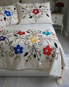 Mira Estas 11 Ideas Geniales De Cobertores Bordados A Mano. Mexican Embroidery, Crewel Embroidery Kits, Hungarian Embroidery, Brazilian Embroidery, Learn Embroidery, Hand Embroidery Designs, Embroidery Patterns, Embroidery Needles, Embroidery Supplies