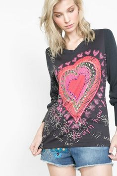 Desigual Long-sleeved spring T-shirt. Discover women's fashion with attitude!