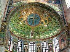 Basilica di Sant'Apollinare in Classe Ravenna. La costruzione della chiesa fu voluta dal vescovo Ursicino e questa fu consacrata nel 549. I mosaici dell'abside sono del Vi sec. mentre quelli dell'arco trionfale  vanno dal VI al XII sec. Al centro dei mosaici è San Apollinare, simbolo d'eloquenza a testimoniare la glorificazione della Chiesa di Ravenna. Dal 1996 La Basilica è patrimonio dell'Unesco.