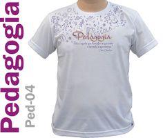 Camiseta em malha poliviscose na cor branca com estampa frontal com relevo plastisol.
