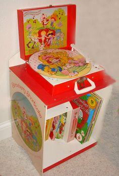 Strawberry Shortcake Record Player / Didn't have this, but I wish I did! Mine was orange Strawberry Shortcake Record Player / Didn't have this, but I wish I did! Mine was orange 90s Toys, Retro Toys, Vintage Toys, Vintage Records, Strawberry Kitchen, Strawberry Decorations, Nostalgia, Vintage Strawberry Shortcake, Old School Toys