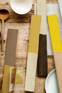 Die Wandfarbe 2016: Keine Farbe entspricht dem Zeitgeist so sehr wie Goldocker (2.v.l. ), ist sich Farb-Expertin Heleen van Gent sicher