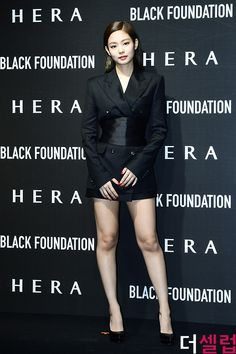 Blackpink jennie for hera event Kim Jennie, Yg Entertainment, Blackpink Fashion, Korean Fashion, South Korean Girls, Korean Girl Groups, Ulzzang, Rapper, Lisa