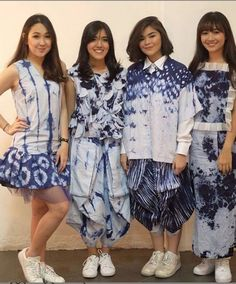 from the left's pants interesting Traditional Fabric, Traditional Fashion, Traditional Dresses, Batik Kebaya, Batik Dress, Blouse Dress, Tie Dye Fashion, Batik Fashion, Navratri Dress