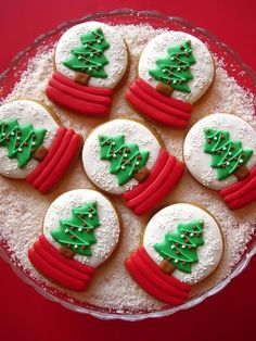 Christmas Cookies are indispensable in Christmas food. They can make this Christmas full of fun. What you didn't expect was that Christmas cookies were so dazzling. Making beautiful and creative Christmas Cookies can make your Christmas table colorfu Christmas Sugar Cookies, Christmas Snacks, Christmas Cooking, Christmas Goodies, Holiday Cookies, Christmas Fun, Christmas Squares, Beautiful Christmas, Reindeer Cookies