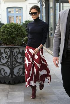🖤 Long skirt: How to choose the ideal long skirt and how to wear it. Tips and ideas of looks to wear this timeless of the wardrobe, on stylee.fr Here Victoria Beckham - Another long skirt worn by Vi Mode Victoria Beckham, Victoria Beckham Outfits, Victoria Beckham Fashion, Victoria Beckham Clothing, Fashion Mode, Work Fashion, Ladies Fashion, Fashion Black, Trendy Fashion