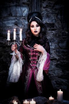 Top Gothic Fashion Tips To Keep You In Style. As trends change, and you age, be willing to alter your style so that you can always look your best. Consistently using good gothic fashion sense can help Victorian Gothic, Gothic Lolita, Victorian Fashion, Gothic Fashion, Gothic Dress, Dark Beauty, Goth Beauty, Gothic Girls, Punk Girls