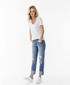 Casual look with ripped jeans, white tee and sneakers   Gina Tricot New Arrivals   www.ginatricot.com   #ginatricot