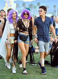 Bella Thorne rocked a purple wig with Gregg Sulkin and her sister Dani at Coachella!