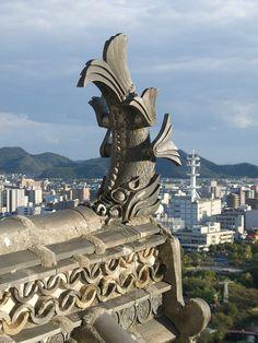 Himeji Castle gargoyle, Japan  #JetsetterCurator. Conoce más sobre impresionantes castillos en el blog de www.solerplanet.com