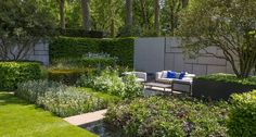 """6) O espaço patrocinado pelo jornal """"Telegraph"""" foi inspirado pelo movimento De Stijl. Ele reflete a forte geometria retilínea com blocos e apresenta também cores primárias vibrantes eternizadas por Mondrian. O trabalho é de Marcus Barnett Foto: Divulgação / Royal Horticultural Society"""