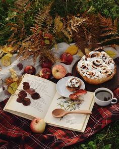 Cinnamon rolls and coffee on a wonderful warm autumn morning after the cozy forest walk. Autumn Morning, Autumn Cozy, Autumn Coffee, Autumn Fall, Autumn Aesthetic, Aesthetic Food, Thanksgiving, Harvest Time, Best Seasons