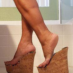 Sexy Legs And Heels, Hot High Heels, Platform High Heels, Shoes Heels Wedges, Wedge Heels, Tan Body, Gorgeous Feet, Women's Feet, Black Leather