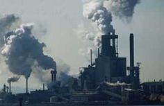 ükleer enerji santralleri, nükleer silah üreten fabrikalar, radyoaktif madde artıkları radyoaktif kirlenme yaratan başlıca kaynaklardır. Radyoaktif maddeler yaymış oldukları elektronla hava, su, toprak ve bitkilere zarar verir. Radyoaktif maddeye sahip (radyasyonlu) hayvansal ürünler (et, balık, süt, vb.) ve bitkiler, bu zararlı maddeyi besin zinciri ile insanlara ve diğer canlılara taşır. Bunun sonucunda bağışıklık mekanizmasını felce uğratmak, organları zedelemek gibi tedavisi olanak dışı…