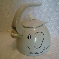 Vintage blue white rabbit teapot i 39 m a little teapot pinterest rabbit white rabbits - Elephant shaped teapot ...