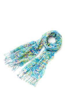 Lilly Pulitzer Murfee Scarf in Sea Soiree Lilly Pulitzer Prints, Lily Pulitzer, Love Fashion, Spring Fashion, Classy And Fabulous, Dress Me Up, Handbag Accessories, Style Guides, Gifts For Mom
