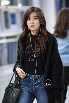Girl Wallpaper- Red Velvet - Seulgi - Wallpaper World Irene Red Velvet, Red Velvet Joy, Red Velvet Seulgi, Black Velvet, Airport Fashion Kpop, Kpop Fashion, Korean Fashion, Korean Girl, Asian Girl