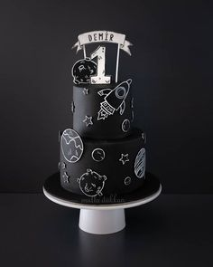 Hand painted space doodle Hand painted space doodle the the in Pretty Cakes, Cute Cakes, Beautiful Cakes, Amazing Cakes, Doodle Cake, 2nd Birthday Party Themes, Boy Birthday Parties, Birthday Ideas, Sugar Art