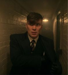 Cillian Murphy Peaky Blinders, Tom Hardy, Series Movies, Animes Wallpapers, White Man, Gorgeous Men, My Favorite Things, Photography, Brain
