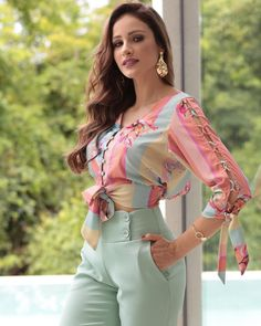 Blouse Designs Silk, Kurti Neck Designs, Beauty Makeover, Western Tops, Oscar Dresses, Outfit Sets, Casual Outfits, Fashion Dresses, Womens Fashion