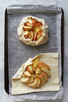 This vegan apple crostata (or galette) is an easy alternative to apple pie, and is made with puff pastry, apples, pears, and a quick orange glaze. Quick Apple Dessert, Apple Dessert Recipes, Apple Recipes, Vegan Desserts, Apple Tart Puff Pastry, Puff Pastry Desserts, Puff Pastry Recipes, Apple Galette, Galette Recipe