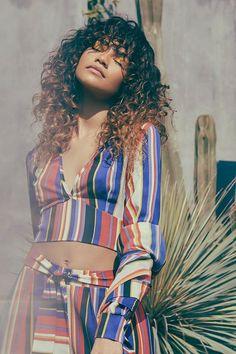 Zendaya Coleman looks fabulous in striped trousers by Boohoo . Mode Zendaya, Estilo Zendaya, Zendaya Style, Zendaya Fashion, Zendaya Coleman, Pretty People, Beautiful People, Striped Maxi, Beautiful Black Women
