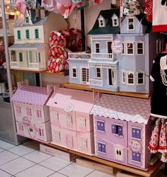 doll houses - which color do you want?