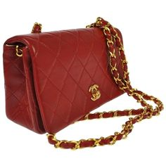 Pre-owned Chanel Cc Logos Quilted Leather Chain Vintage Shoulder Bag (30.700 ARS) ❤ liked on Polyvore featuring bags, handbags, shoulder bags, red, chain purse, shoulder bag purse, pocket purse, chain handbags and red purse