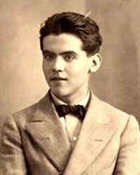 """2)-Precisamente eso, el ser de campo, era lo que García Lorca no podía aguantar del """"paleto"""" poeta alicantino, otrora amigo. Lo cuenta a la perfección José Luis Ferris en Miguel Hernández: pasiones, cárcel y muerte de un poeta.  """"¿Está Miguel? Pues échale""""  Corría julio de 1936 y Vicente Aleixandre organizaba una despedida (que para muchos sería definitiva) antes de marcharse de vacaciones.  A la fiesta estaban invitados """"Neruda, Altolaguirre, Concha Méndez, Lorca, Hernandez y Luna."""