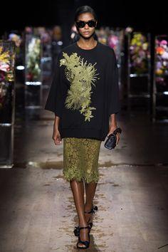 Dries Van Noten Spring 2017 Ready-to-Wear Fashion Show - Karly Loyce (Women)